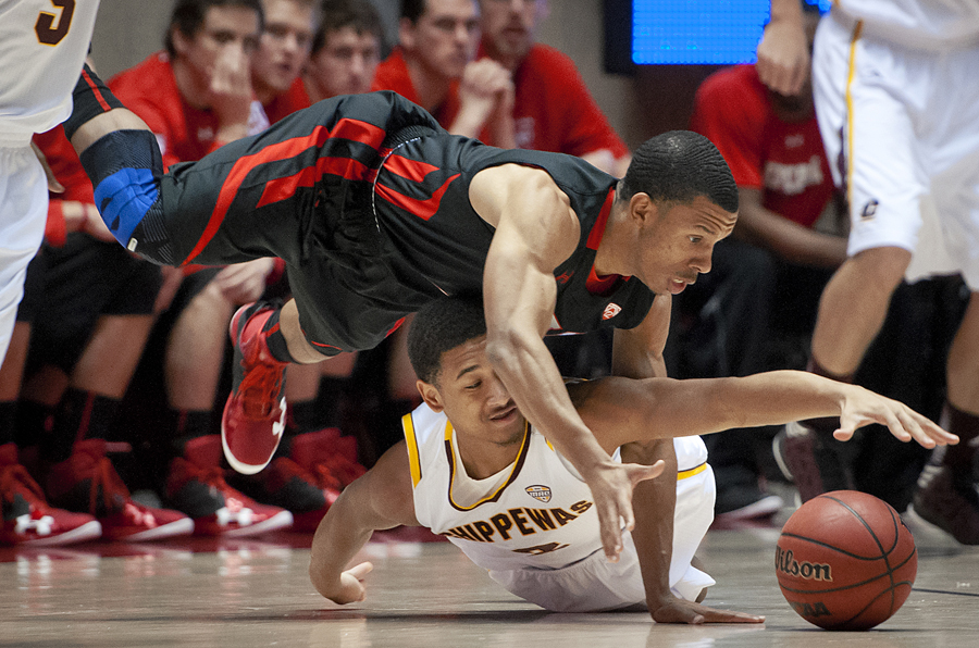 Utah Utes guard GLEN DEAN (1), top, battles for a loose ball with Central Michigan Chippewas guard DERRICK RICHARDSON (3) during their game at the Jon M. Huntsman Center in Salt Lake City, UT on Friday, November 23, 2012. Dean finished with a game-high 20 points as Utah beat Central Michigan 67-51. | Photo by Michael Mangum